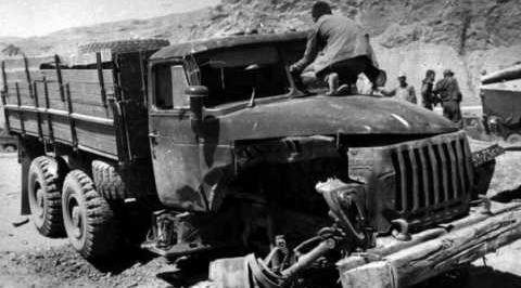 Как правило, тяжелые грузовики принимали удар минных зарядов на себя
