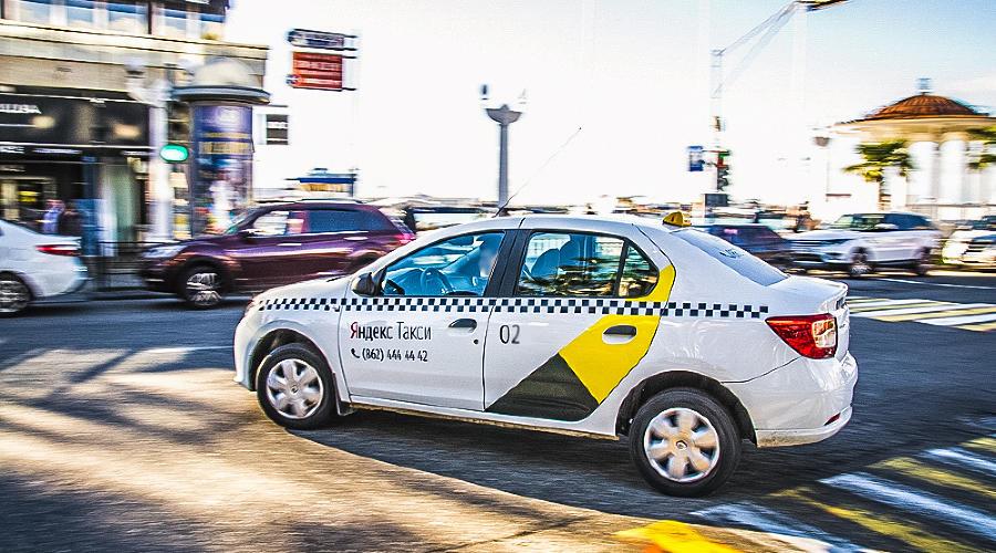 Renault Logan такси ©Фото Евгения Мельченко, Юга.ру