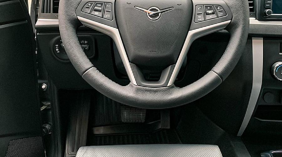 УАЗ «Патриот» с «автоматом» и двумя педалями ©Фото пресс-службы УАЗ