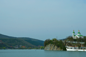 Озеро Абрау. Не просто очень живописное место, но и винная колыбель региона ©Фото Евгения Мельченко, Юга.ру