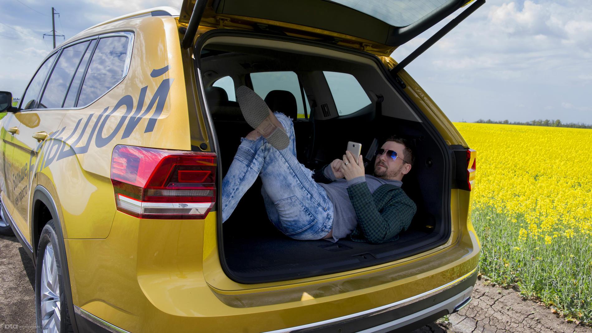 Даже при развернутом третьем ряде сидений места в багажнике очень много