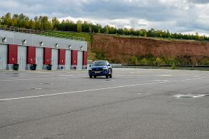 Кроссовер Haval F7. Не удержались от лосиного теста ©Фото Евгения Мельченко, Юга.ру
