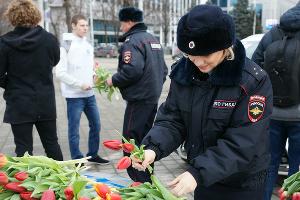 В Краснодаре состоялся праздничный «Цветочный патруль» ©Фото Евгения Мельченко, Юга.ру