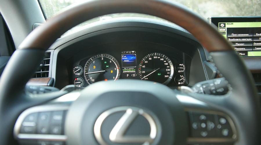 Lexus ©Фото Евгения Мельченко, Юга.ру