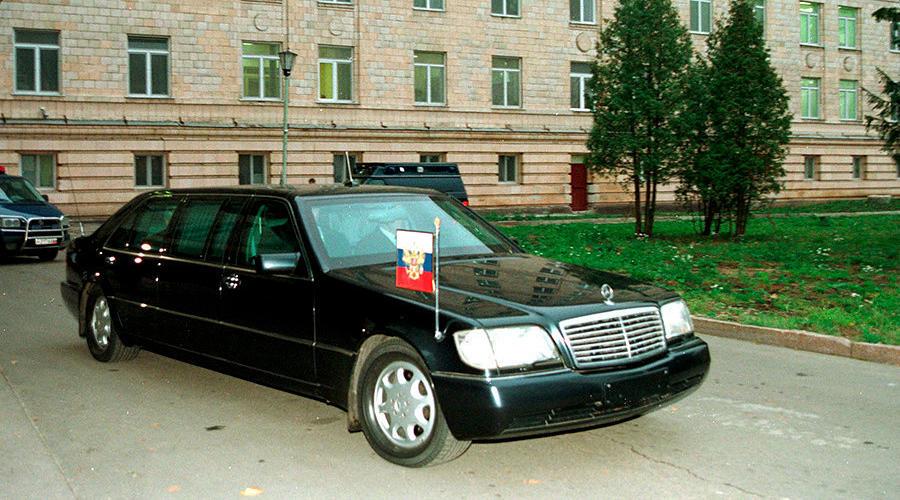Ельцин официально вернул в Кремль Mercedes-Benz