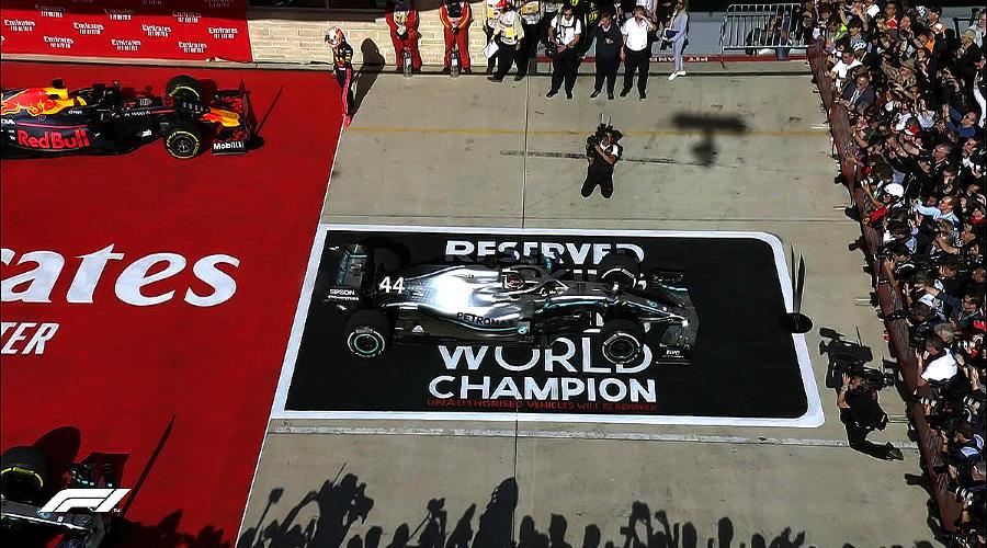 Льюис Хэмилтон. Чемпион 2019 года ©Фото Formula 1 twitter