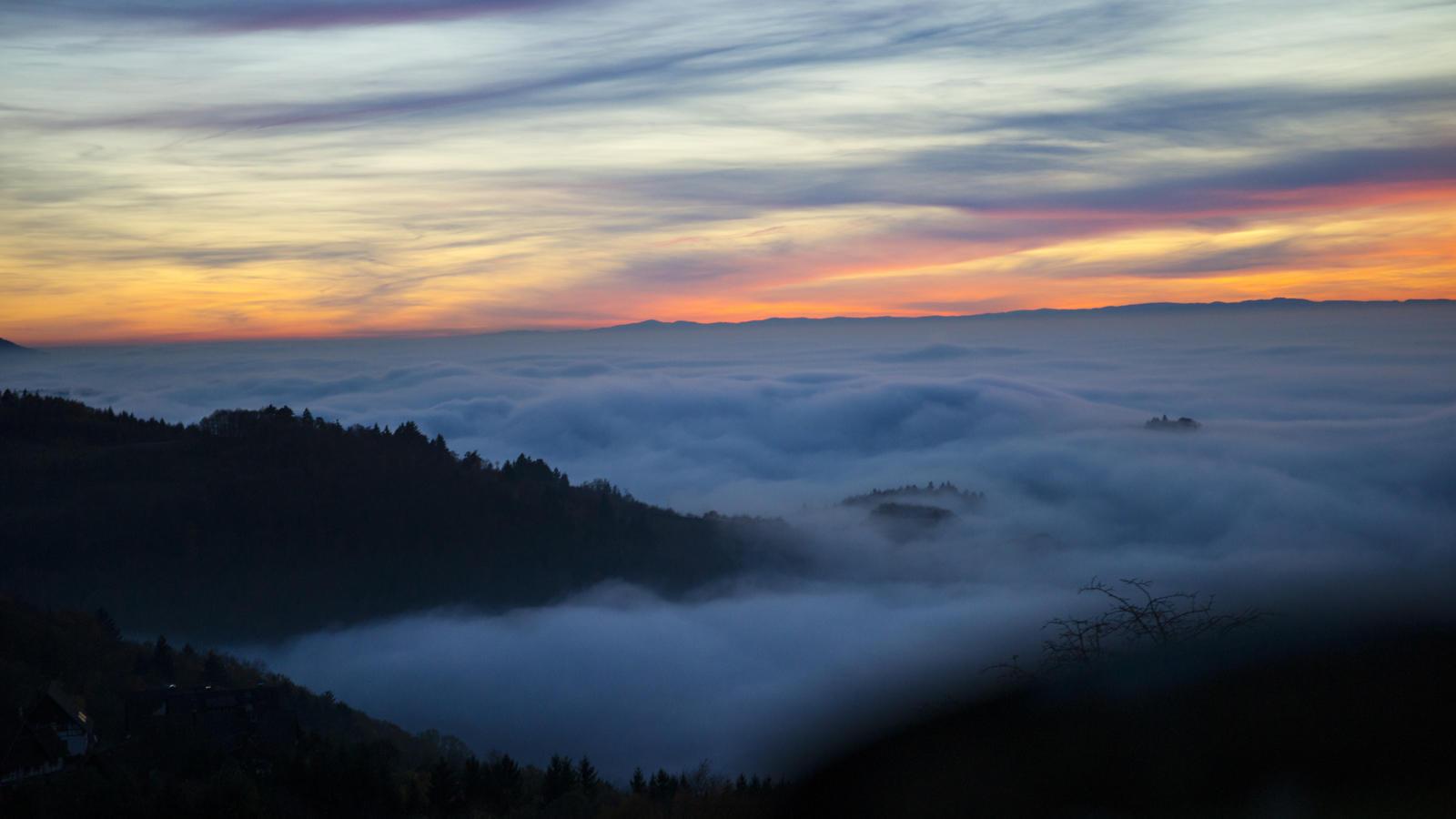 Где-то над туманами