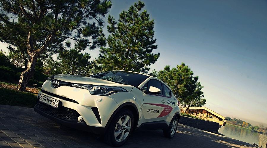 Toyota C-HR. Японский кроссовер ©Фото Евгения Мельченко, Юга.ру