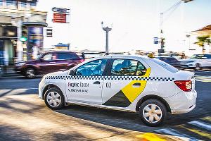 Автомобиль такси ©Фото Евгения Мельченко, Юга.ру