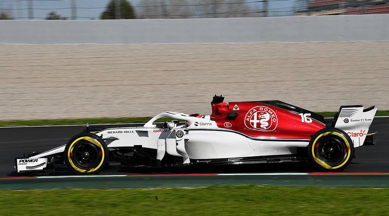 Белый болид Alfa Romeo Sauber
