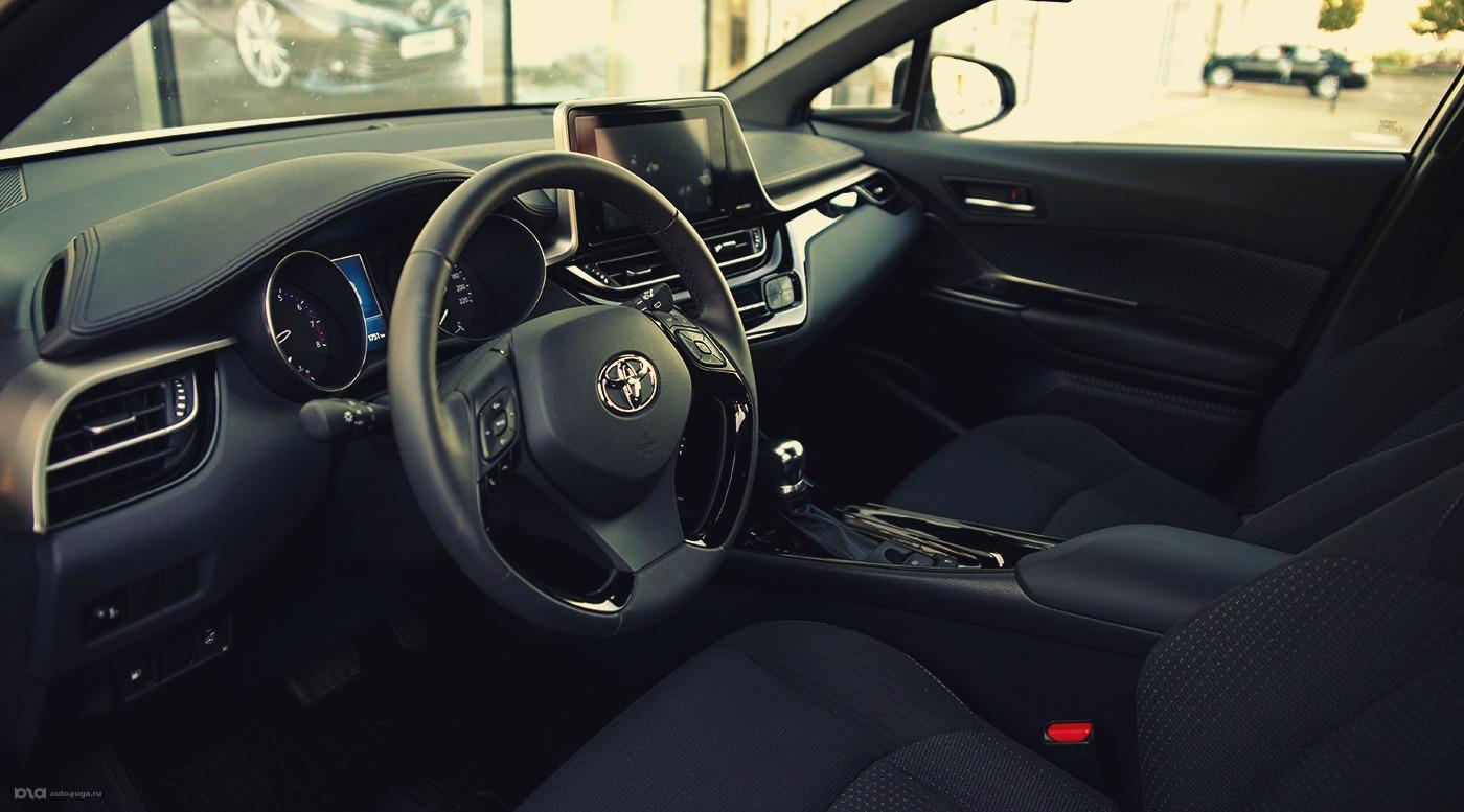 Новый кроссовер. Toyota C-HR