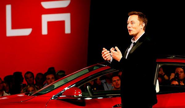 Илон Маск сам представил электрокар во Фримонте