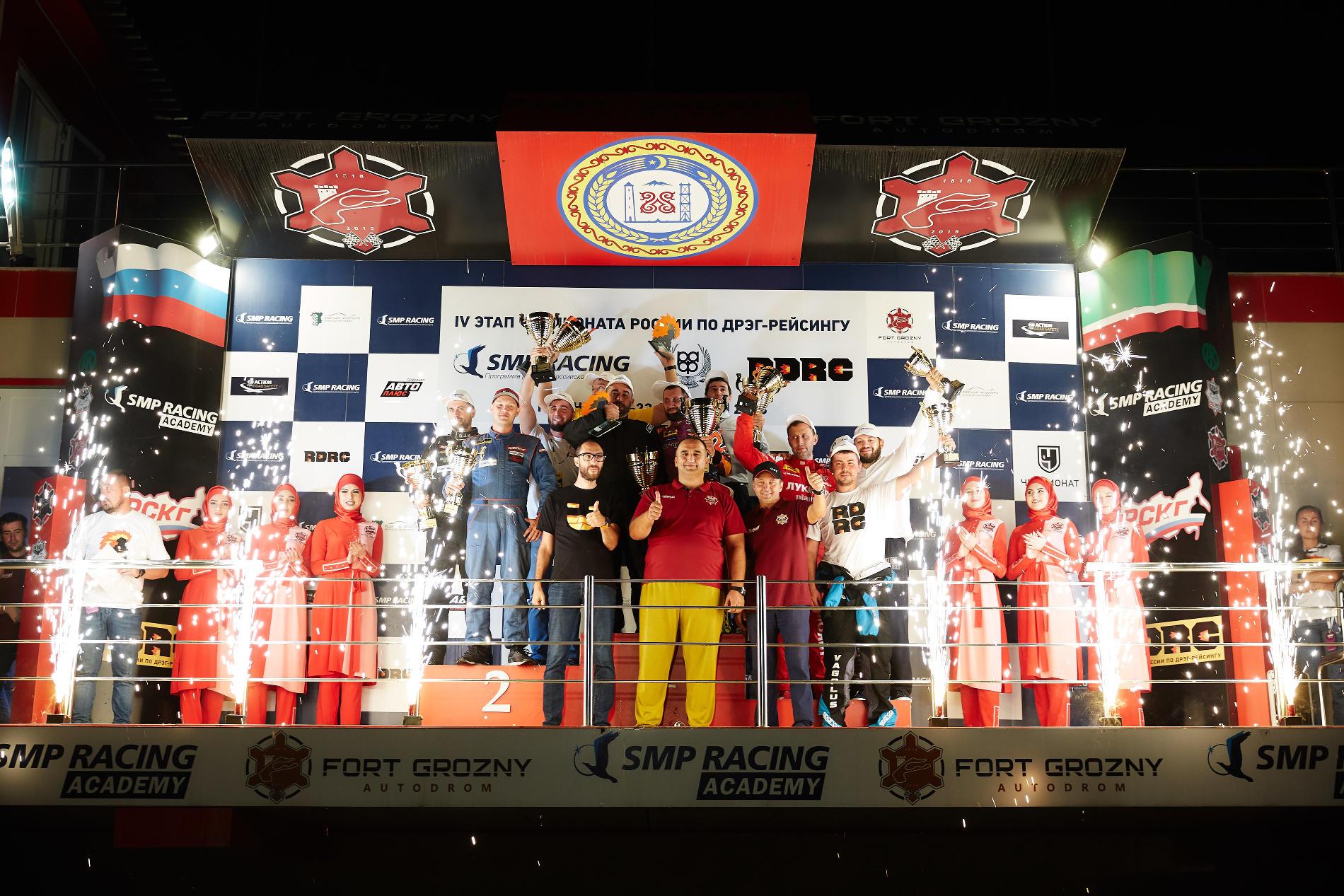 Финальный общий подиум четвертого этапа чемпионата России по дрэг-рейсингу SMP RDRC
