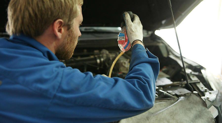 Технический осмотр автомобиля ©Фото Евгения Мельченко, Юга.ру